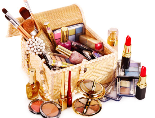 Travel Makeup Guide – Essential Beauty Packing For Girls Who Travel